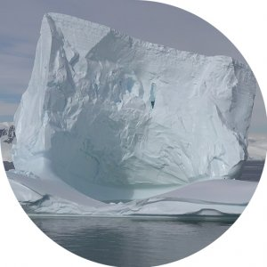 Giant icebergs frighten city in Greenland