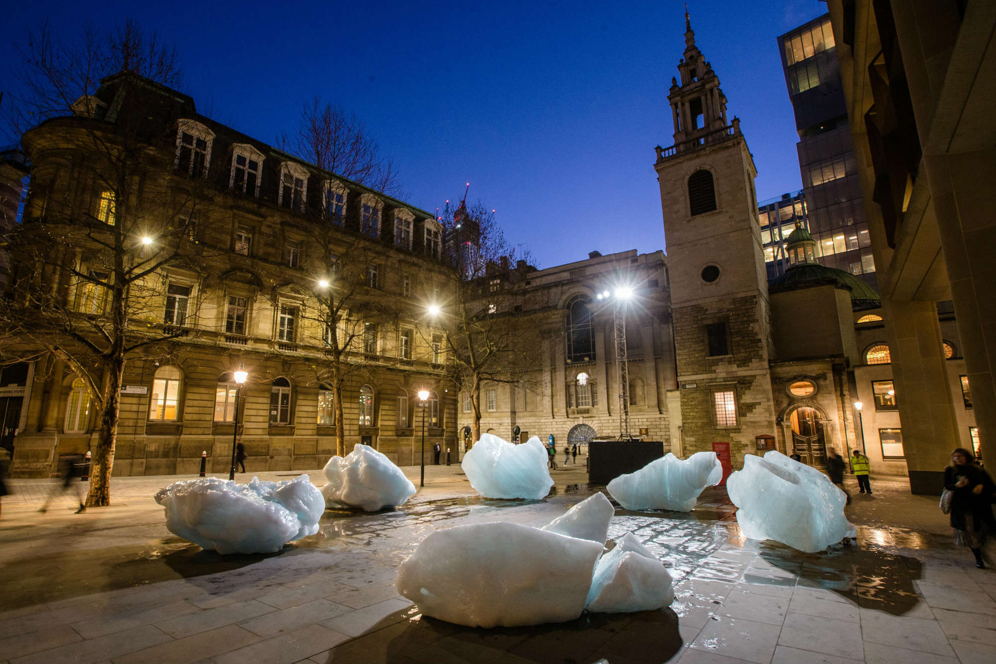 Artist brings Greenlands' frozen fjord to London; understand how